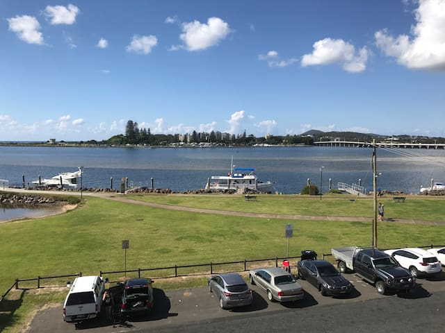 3 Bedroom Waterfront Holiday Unit - Tuncurry - Apartment