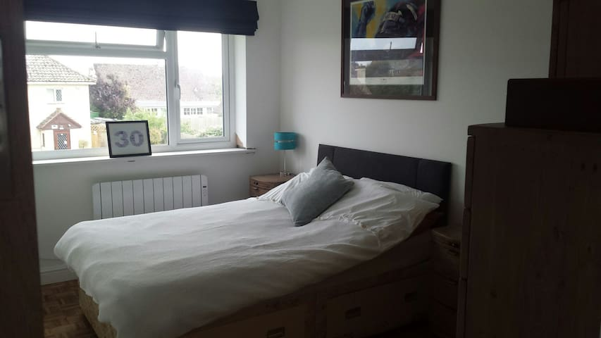 Room in quiet village by the sea. - Bognor Regis - Leilighet
