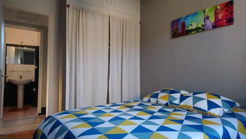 Chambre privée lit double, centre ville St Genis