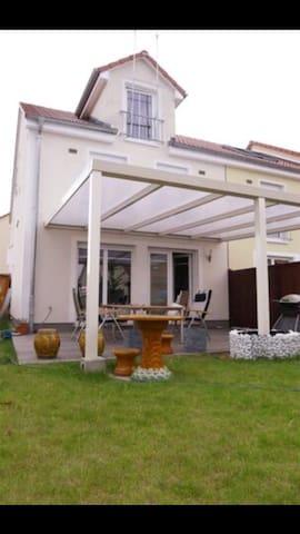 5 Zimmer Haus Egelsbach unmöbliert - Egelsbach - Casa