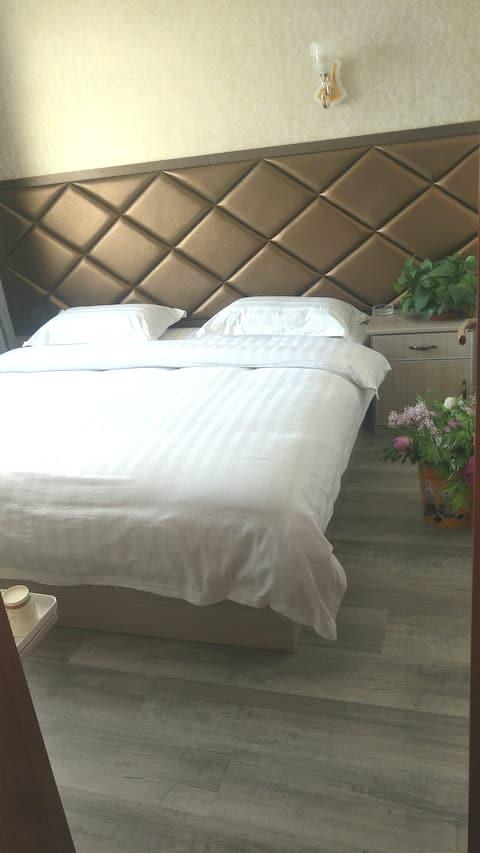 西宁曹家堡机场店《夏旅民宿 》,温馨大床房,机场免费接送