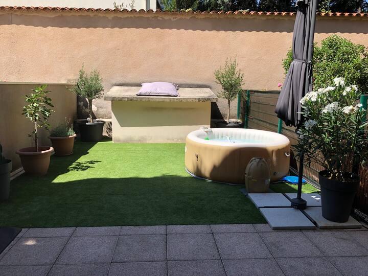 App. rez de jardin terrasse jacuzzi BBQ  au calme