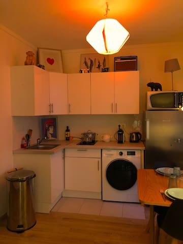Fully Furnished Kitchen with Nespresso, Kettle, washing machine/ dryer.