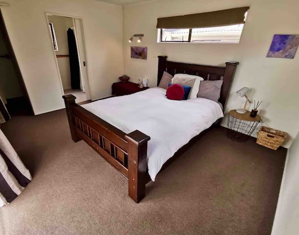 Modern Studio with Ensuite Close to Airport & CBD