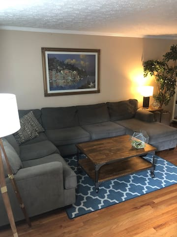 Beautiful Condo, close to Vandy/12 south/downtown.
