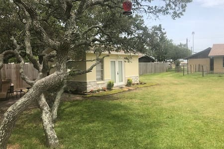 Private Oaks Guest House in Flour Bluff