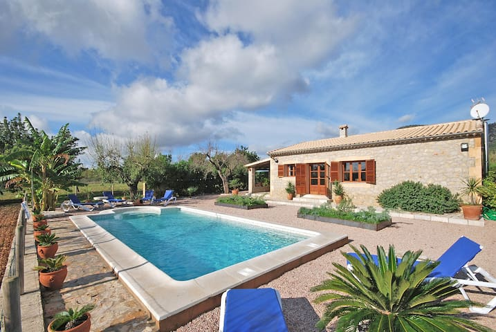 PINARET - Country house with swimming pool in Binissalem