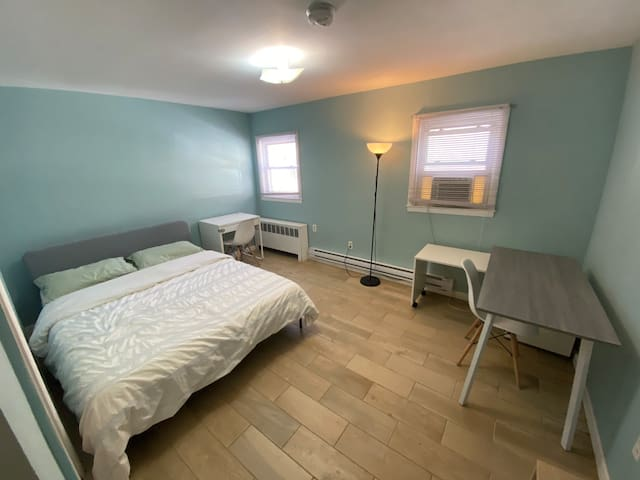Room 103 private bedroom 25mins to Manhattan