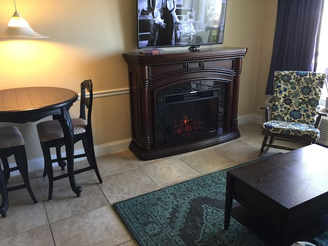 """Oceanfront Honeymoon Suite 3""  Fireplace $49/$79"