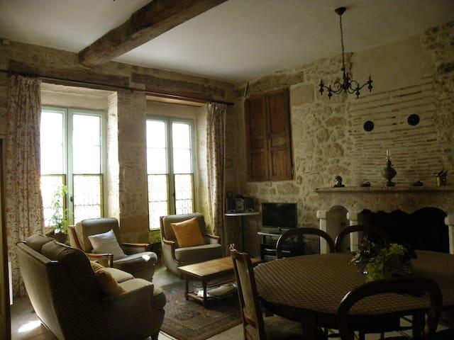 Belle demeure dans bourg médieval - Issigeac