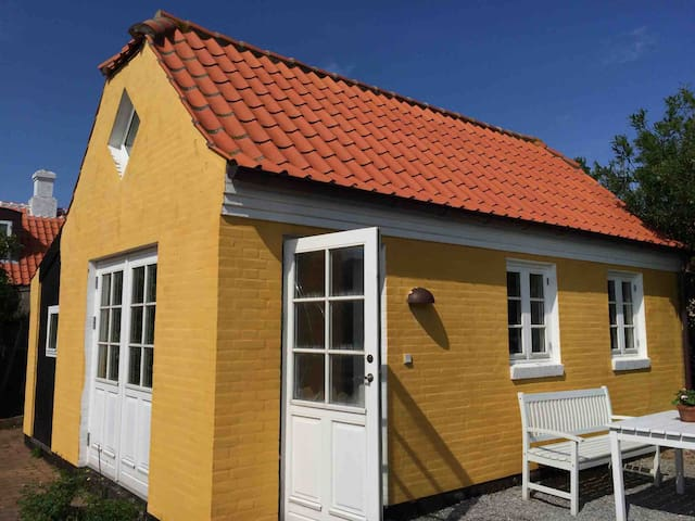 Hyggeligt hus beliggende i den gl. bydel Østerby.