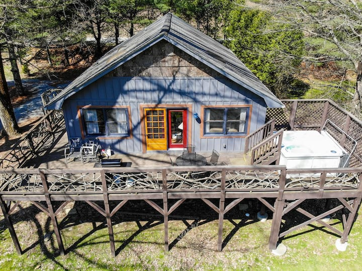Riverside - River Front Cottage in Valle Crucis with Hot Tub!