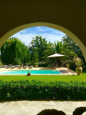 Appartement avec piscine privée proche St Florent