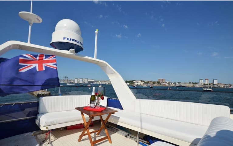 Luxury 40ft Princess Motor Yacht with Sun Deck - Plymouth  - Boot