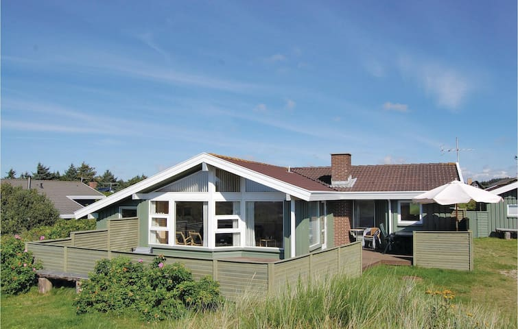 Holiday cottage with 4 bedrooms on 114 m²