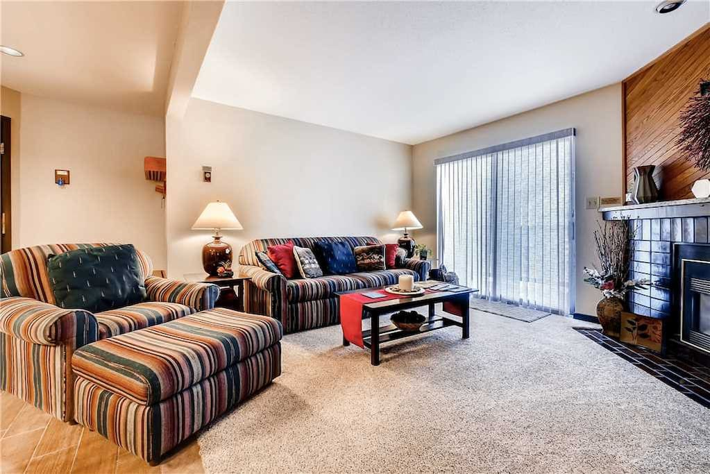 Indoors,Room,Furniture,Bedroom,Cushion