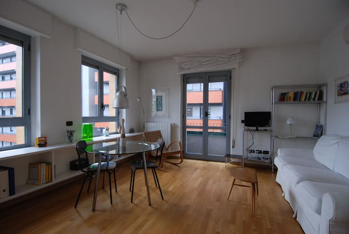 Bright apartment with 2 balconies in Milan - 2053 - Milano - Huoneisto