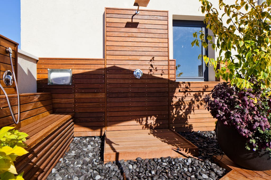 Hot & Cold outdoor showers