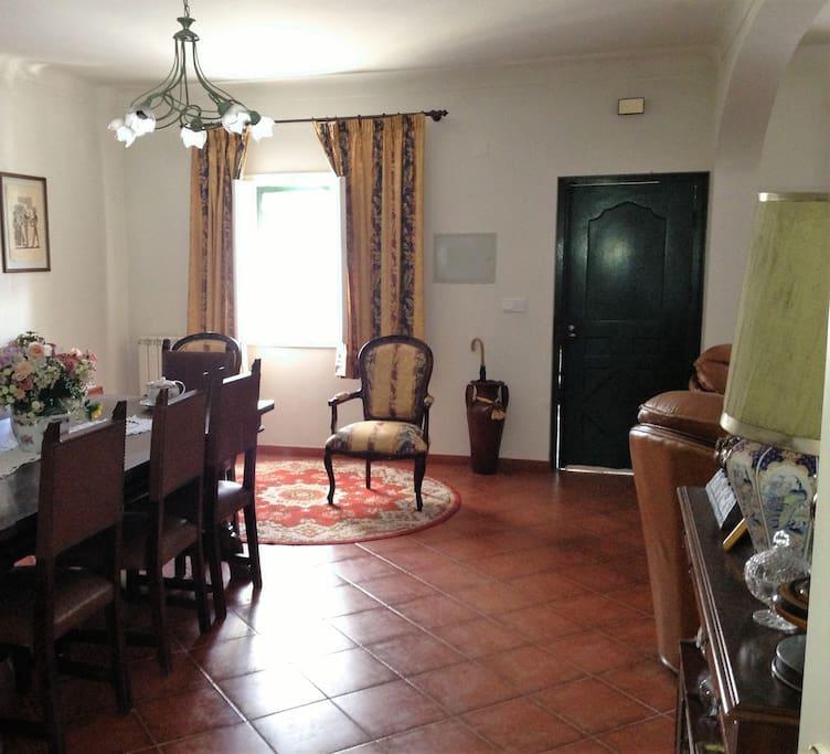 Sala comum com lareira