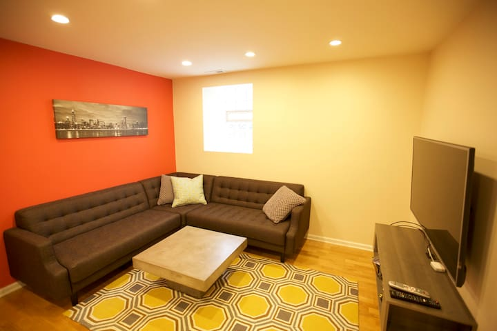 Modern, Clean & Cozy 2 Bedroom - Chicago - Apartment