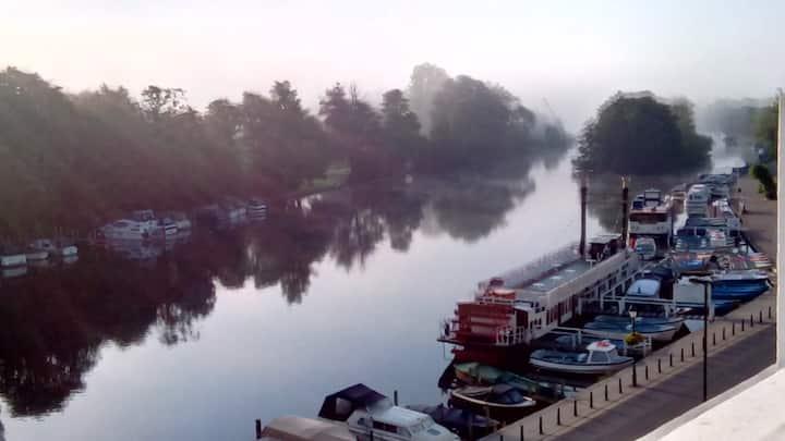 Stunning riverside location