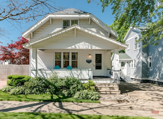 Charming Downtown Grand Haven Home, Suite 1