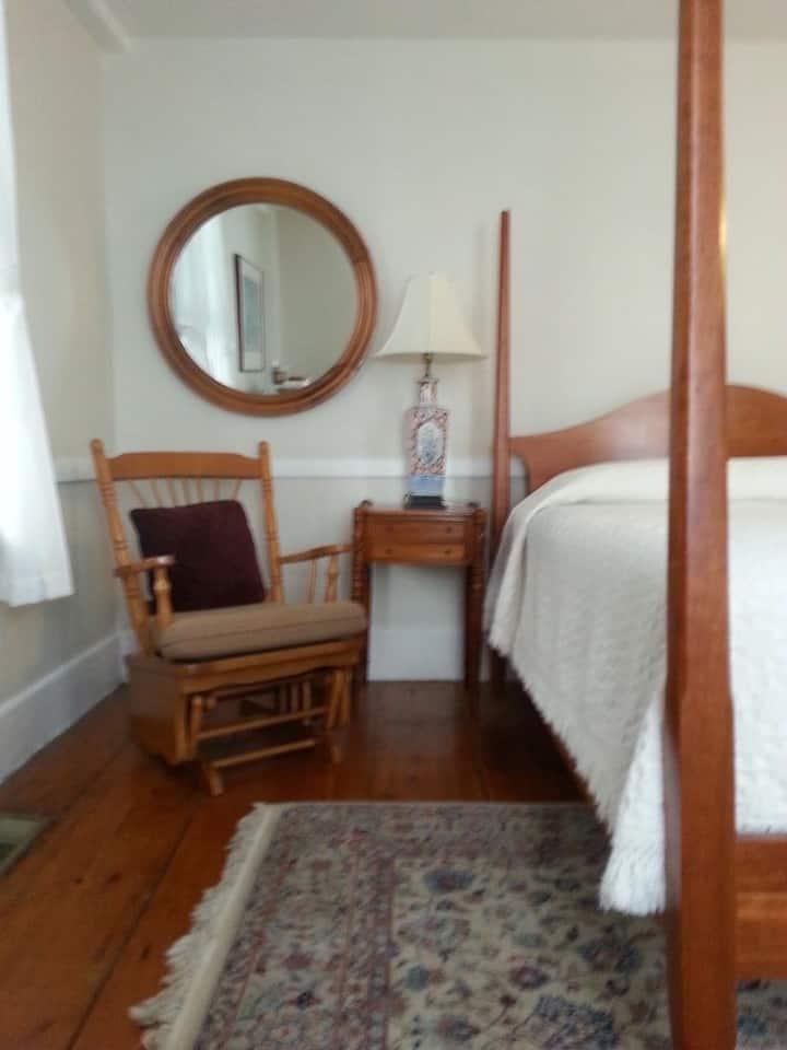 Market St Inn Sheridan Room 1