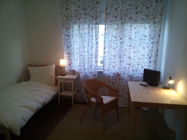 1 Zimmer in gemütlicher Wohnung, ruhig & zentral. - Bielefeld - Apartment