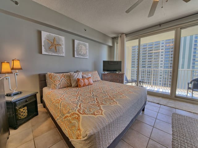 Gulf Front Studio Suite, Sleeps 4 - Books Fast! Owner Managed & Clean