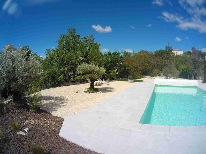 Ardèche sud, l'Amandier au Mas de Molines, piscine