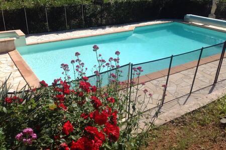 Chambre dans villa avec piscine - Le Cannet-des-Maures