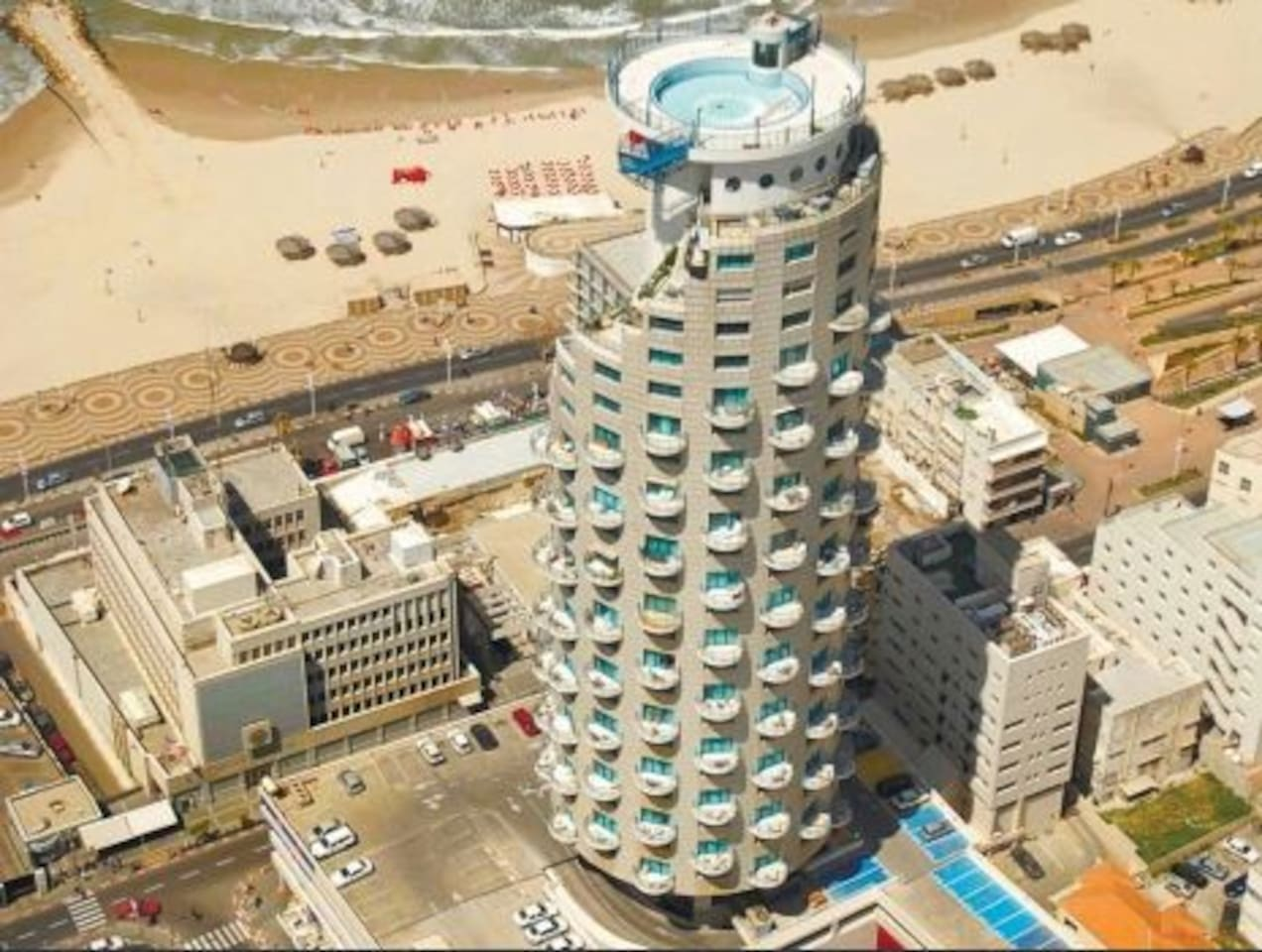 the bulding  the apt is on 17 flor face the ocean and the city
