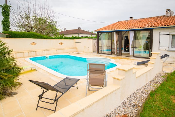 Very bright and modern house with garden and private swimming pool