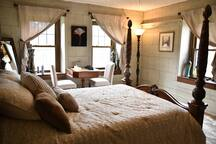 The Safe House Bed & Breakfast - Alexander Room