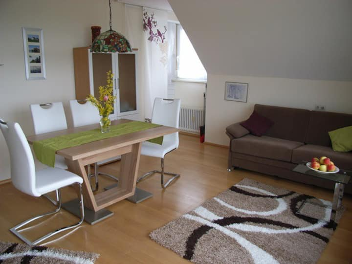 Obst- und Ferienhof Marschall, (Wasserburg (Bodensee)), 3. Ferienwohnung 2. OG., 47qm, 1 Schlafzimmer, 1 Wohn-/Schlafbereich, max. 3 Personen