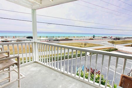 Top 20 miramar beach vacation rentals vacation homes for Mitchell s fish market destin