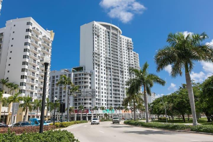 2BR w luxury amenities & city views