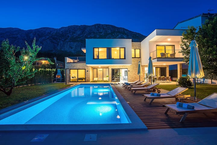Villa Agava with heated pool, Jacuzzi, sauna, gym, 4 en-suite bedrooms