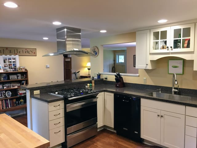 Airbnb 174 Jenness Beach Vacation Rentals Amp Places To