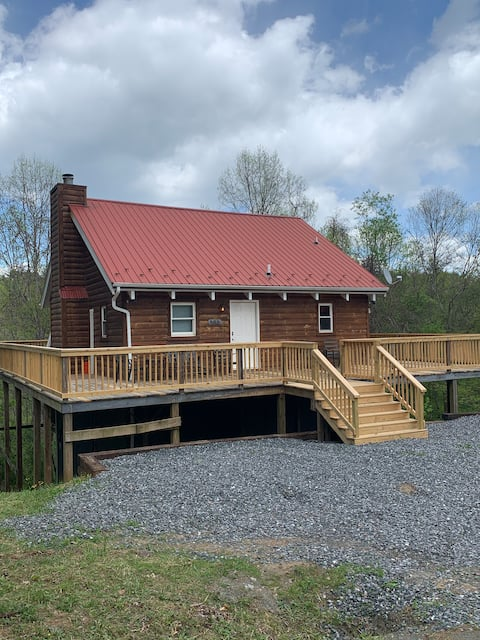 Cabin on the New River, sleeps 9, high speed WiFi