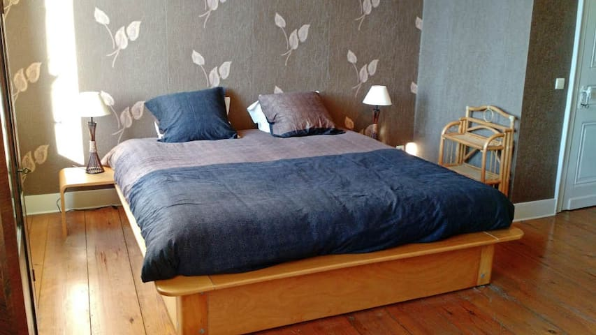 great room for a great price - Ronse - Bed & Breakfast