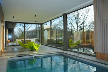 Villa met binnenzwembad en sauna - Somme-Leuze - Villa