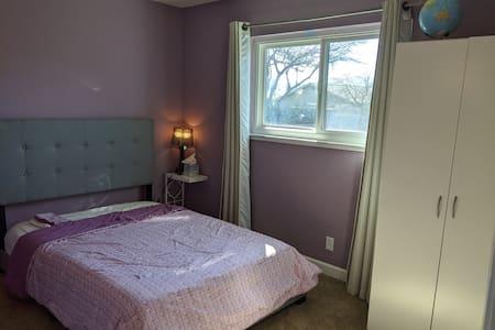 Private room attached Bath, WIFI, TV, desk