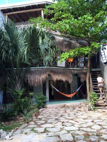 STUDIO NEAR THE BEACH AND TOWN, GARDEN AND TERRACE - Playa del Carmen - Condo