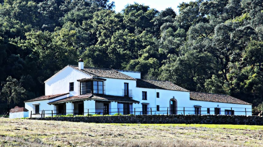 Hacienda Escutia, Vía Verde S N de Sevilla - Cazalla de la Sierra - Rumah