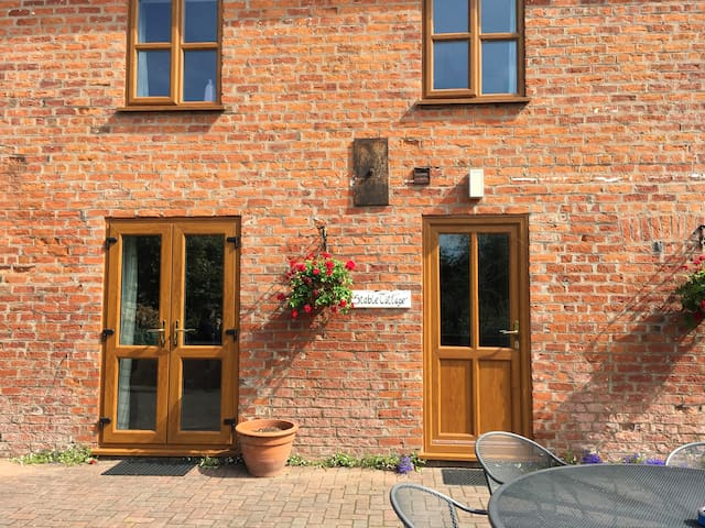 Traditional 5 berth farm cottage nr Chester.