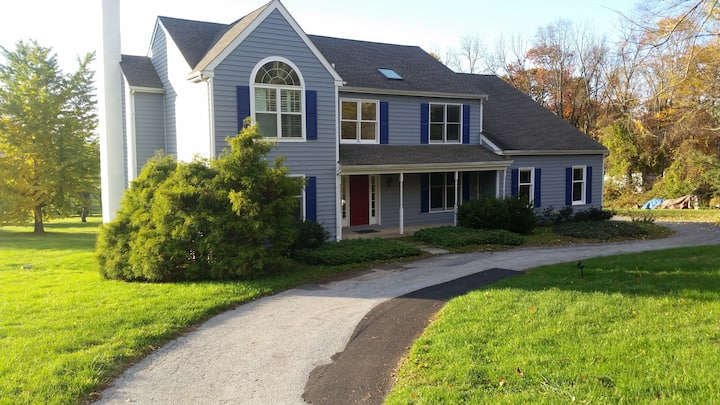 Large Quiet House, 3 Private Rms + many amenities