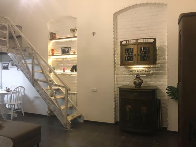 Cozy Loft in Old Tbilisi
