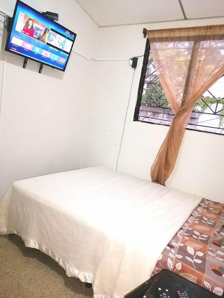 Tranquila habitación en residencial privada