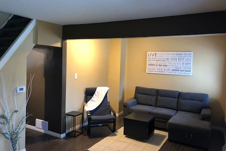 Cozy Relaxing Stay- Close to Downtown